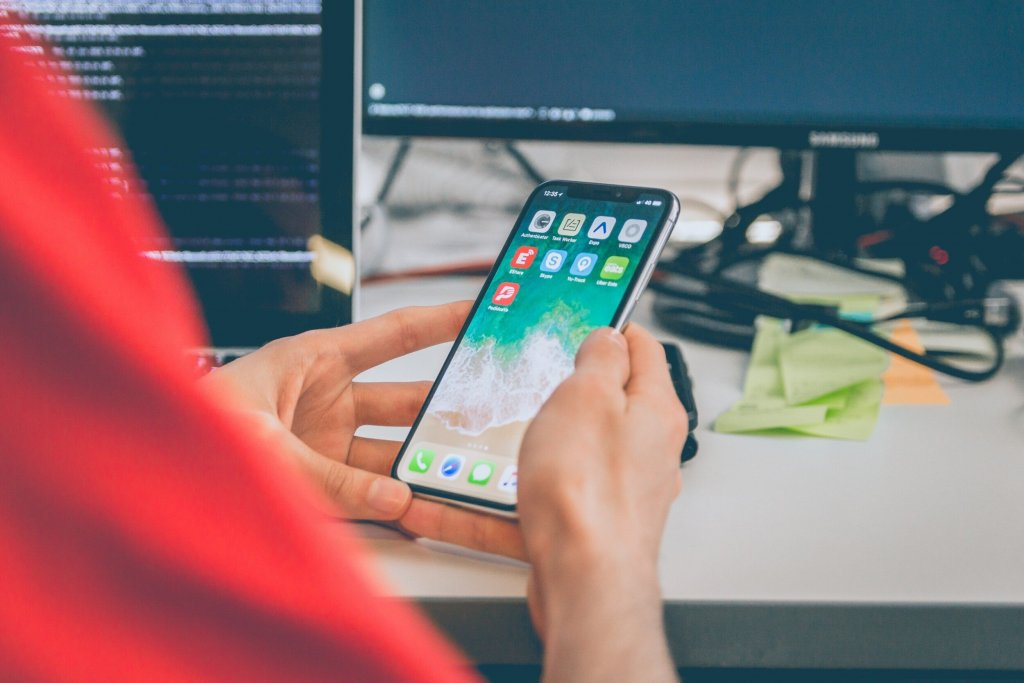 cell phone distractions in the workspace