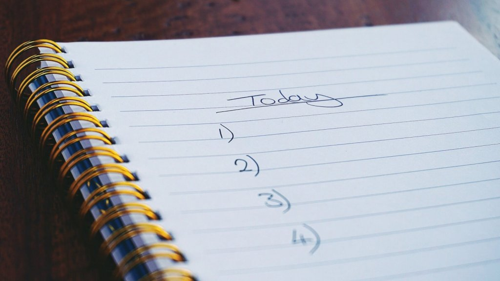 strategy 1 for managing distractions and interruptions at work: make a list of all tasks