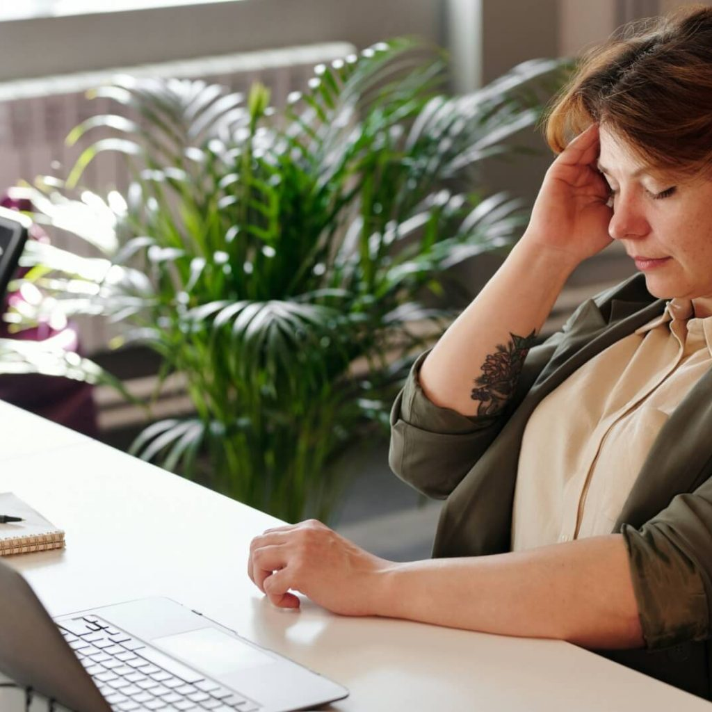 How Distractions Affect Productivity At Work [Science-based]